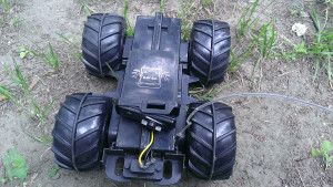 Защелка аккумулятора и герметик на проводах